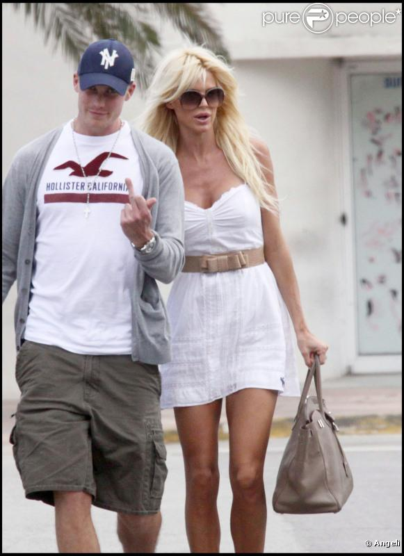 538373-victoria-silvstedt-a-637x0-2