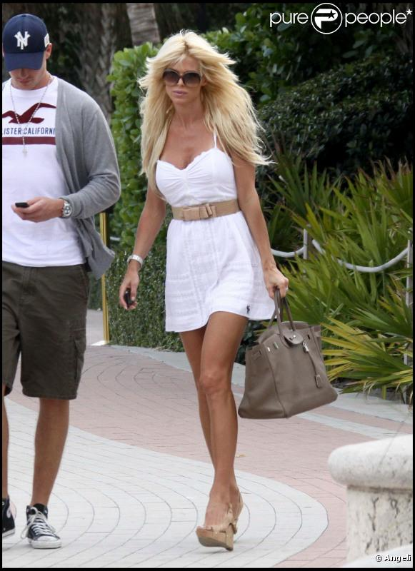 538376-victoria-silvstedt-a-637x0-2