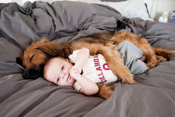 20-photos-adorables-qui-prouvent-que-vos-enfants-ont-besoin-dun-animal-de-compagnie11