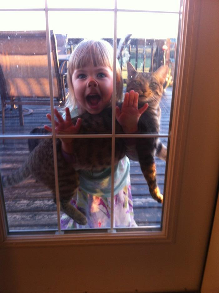 20-photos-adorables-qui-prouvent-que-vos-enfants-ont-besoin-dun-animal-de-compagnie13
