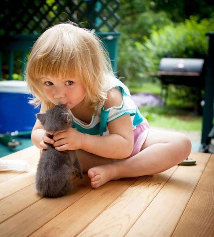 20-photos-adorables-qui-prouvent-que-vos-enfants-ont-besoin-dun-animal-de-compagnie18