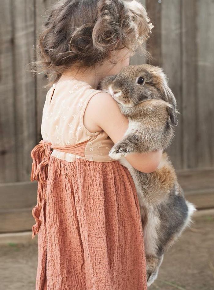 20-photos-adorables-qui-prouvent-que-vos-enfants-ont-besoin-dun-animal-de-compagnie19