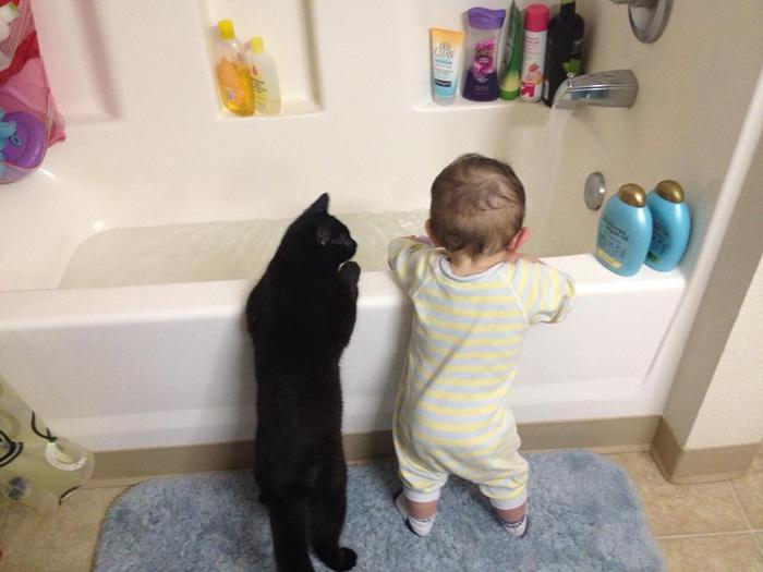 20-photos-adorables-qui-prouvent-que-vos-enfants-ont-besoin-dun-animal-de-compagnie20