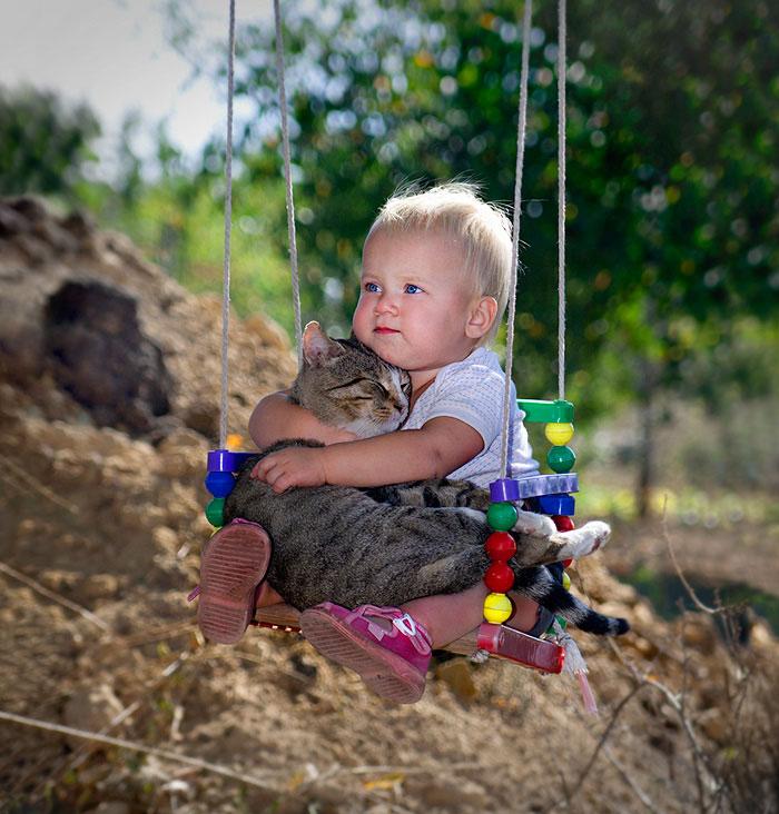 20-photos-adorables-qui-prouvent-que-vos-enfants-ont-besoin-dun-animal-de-compagnie3