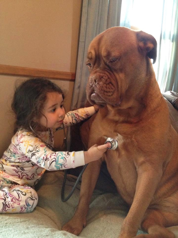 20-photos-adorables-qui-prouvent-que-vos-enfants-ont-besoin-dun-animal-de-compagnie4