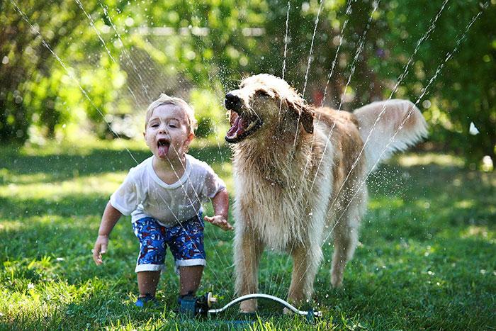 20-photos-adorables-qui-prouvent-que-vos-enfants-ont-besoin-dun-animal-de-compagnie6
