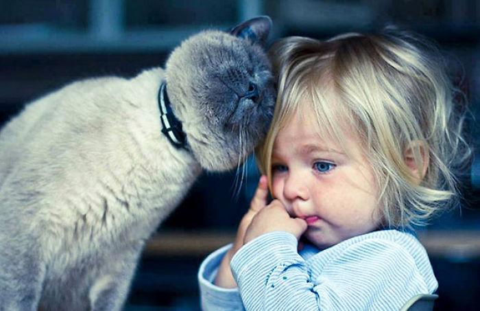 20-photos-adorables-qui-prouvent-que-vos-enfants-ont-besoin-dun-animal-de-compagnie7
