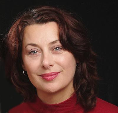 Sonia Feertchak, auteur et editrice nous livre la septieme edition de son « Encyclo des filles» (editions Plon) : 330 entrees qui repondent a toutes les questions que se posent les adolescentes d'aujourd'hui de la sexualitr aux les nouvelles tendances de la mode. Cette annre, C'est Catel qui illustre son ouvrage. Catel vient de connaitre moult consecrations pour Kiki de Montparnasse, dont le Grand Prix RTL de la BD en 2007 et le Prix du Public Essentiel au Festival d'Angouleme 2008.